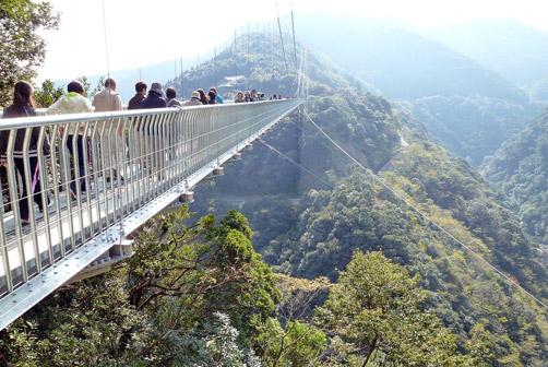 歩いて渡れる日本の吊り橋ランキング